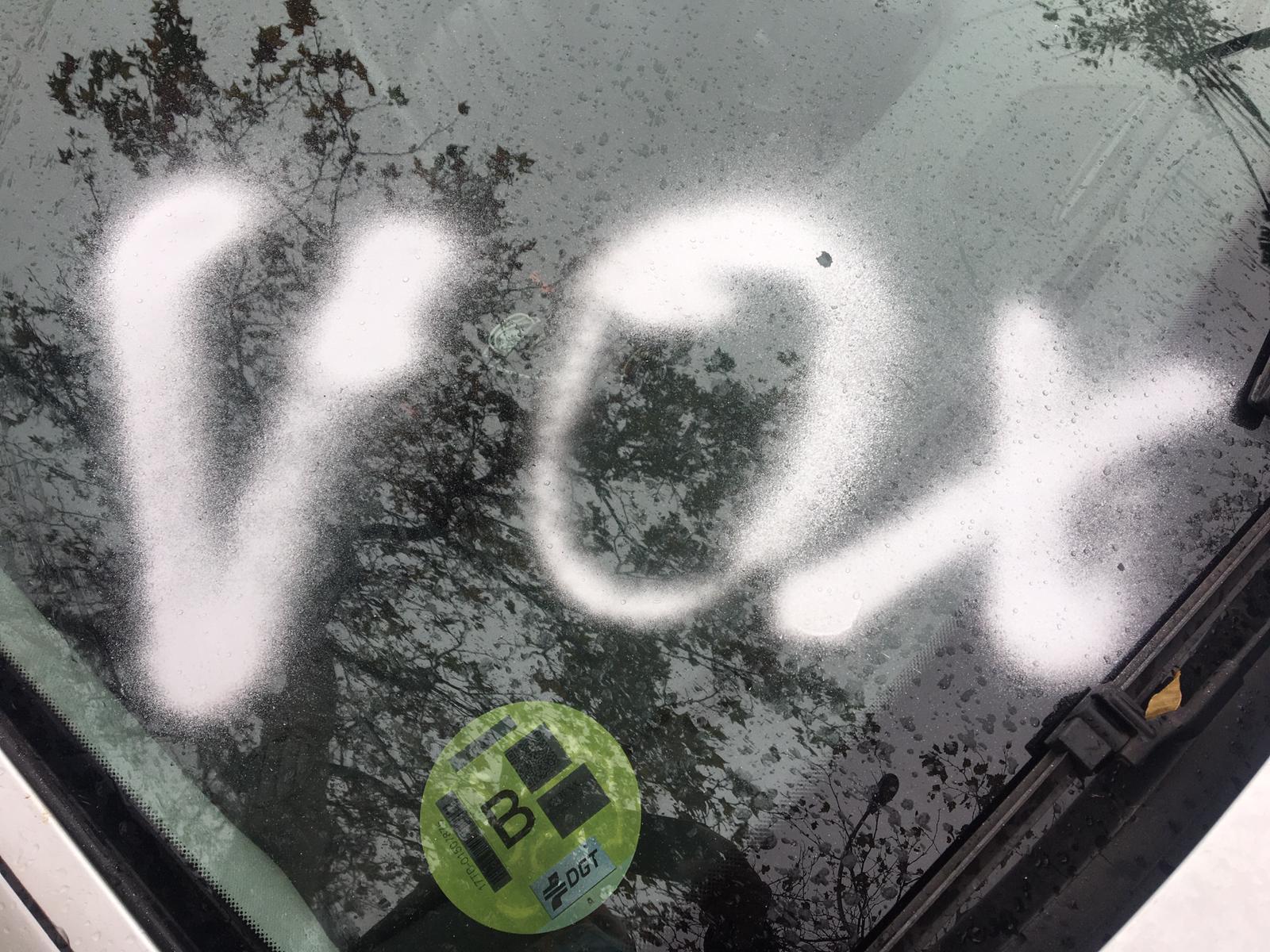 Pintada en el coche de Carmona