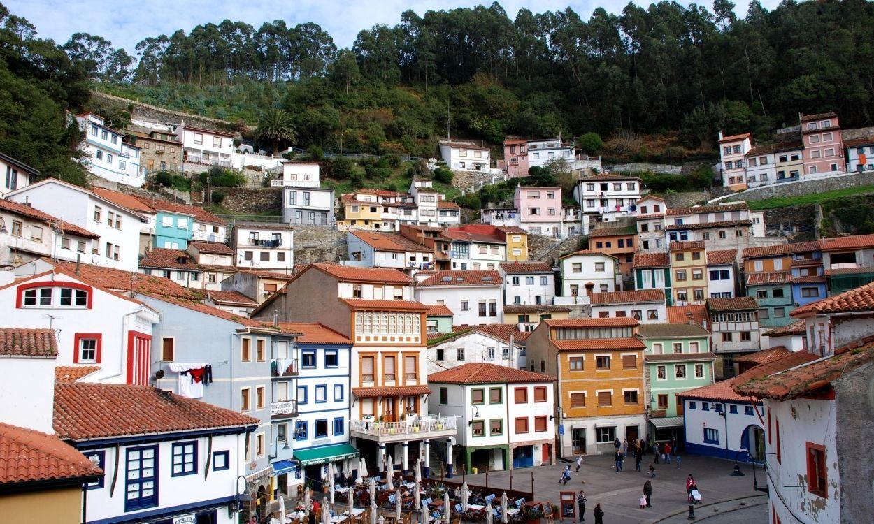 Cudillero, en Asturias, es un pueblo pesquero que atrae multitud de turistas