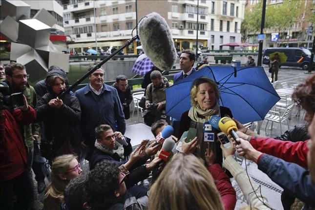 """Denuncian presiones del PP a los medios para publicar una encuesta """"falsa y manipulada"""" en la que vence Agu..."""