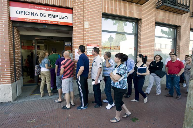 El paro andaluz sube en personas y roza las - Oficinas santa lucia madrid ...