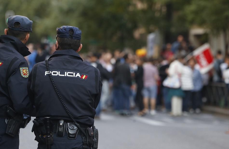 Agentes del Cuerpo Nacional de Policía de servicio.