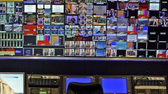 Las cadenas privadas declaran la guerra al Gobierno por cerrar sus TDT para favorecer a las 'telesPP'