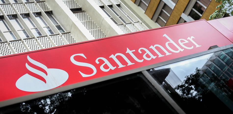 Santander y ADEFAM firman un acuerdo
