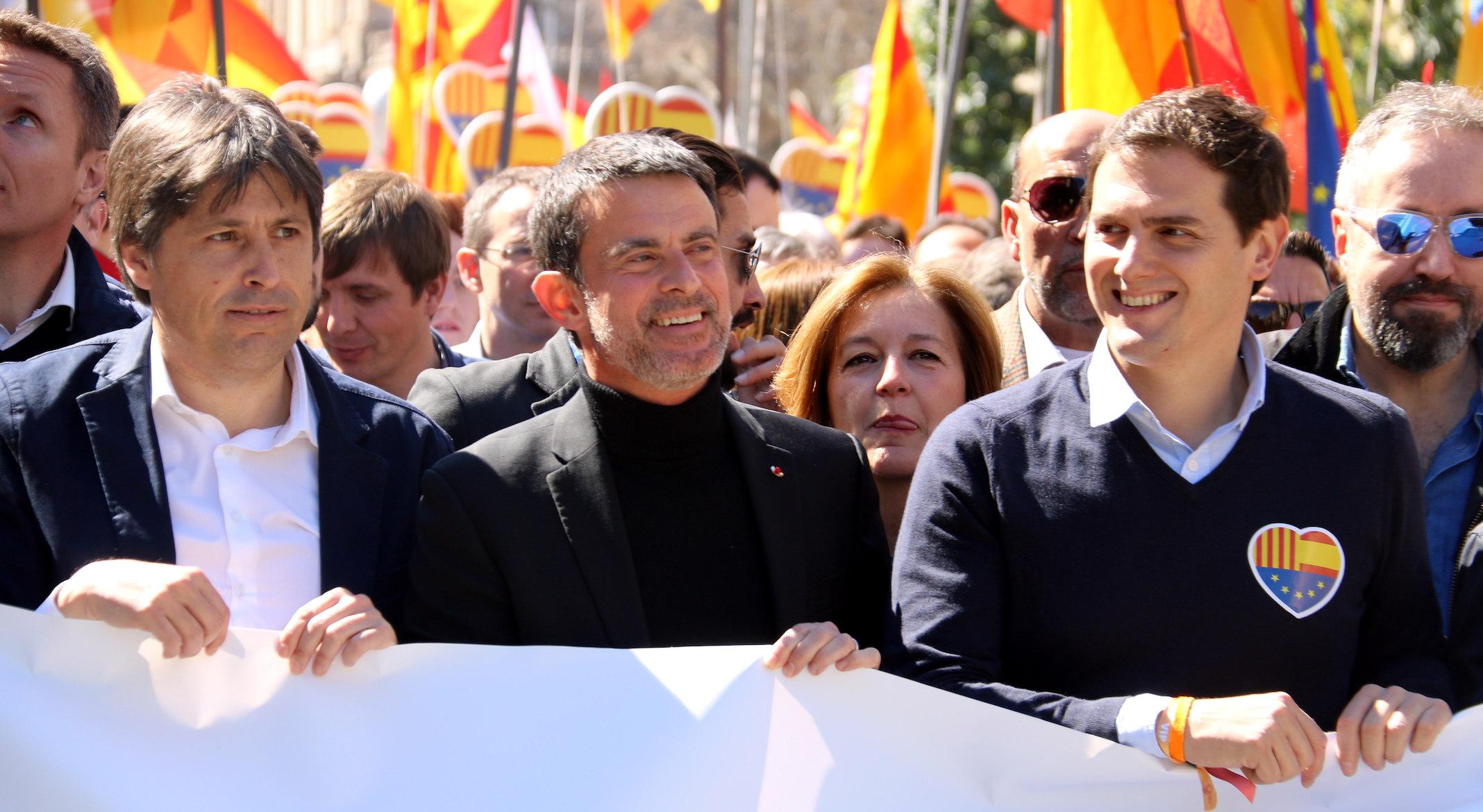 ¿Cuánto mide Manuel Valls? - Real height Manuel-valls-al-centre-a-la-mani-scc-acn-0