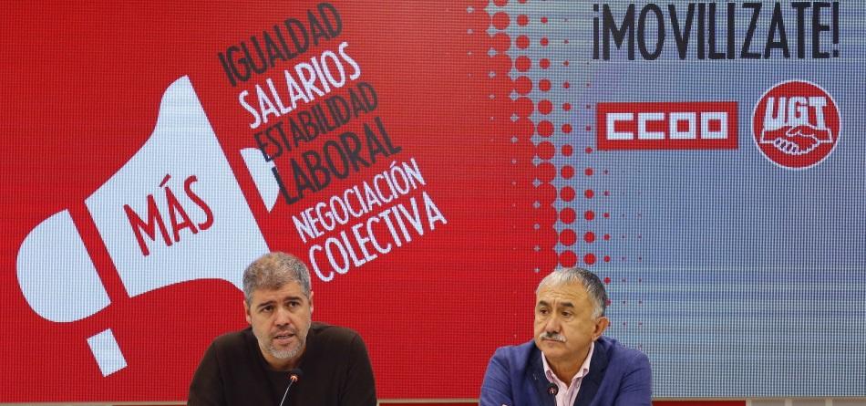 Los secretarios generales de UGT y CCOO, Pepe Álvarez (d) y Unai Sordo (i)