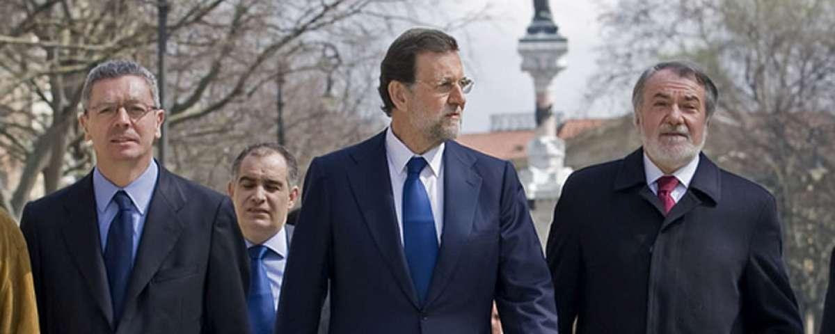 ¿Cuánto mide Santiago Abascal? - Estatura real: 1,80 Rajoy-45