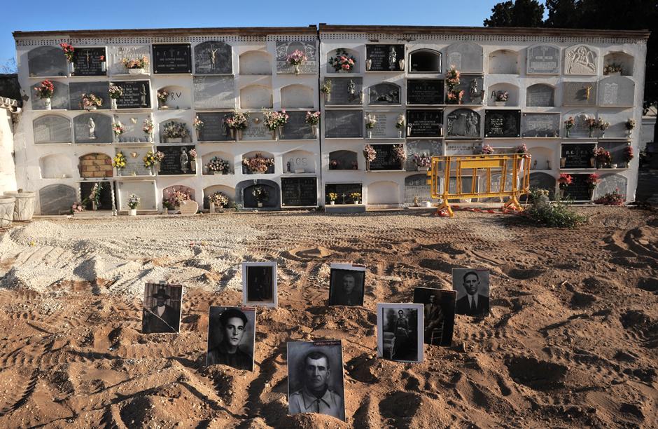 Retratos de víctimas enterradas en la fosa común de La Puebla de Cazalla.