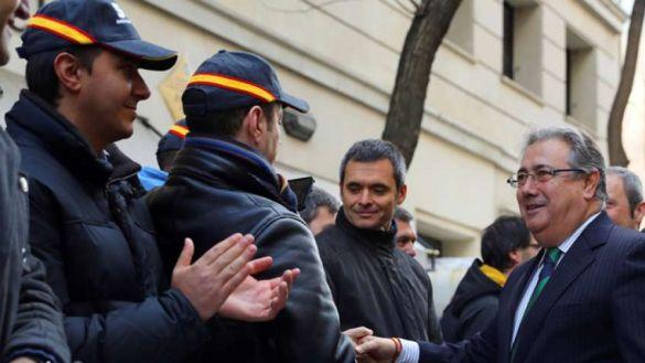 Más alegrías por la salida del PP: los policías aplauden el relevo de Zoido