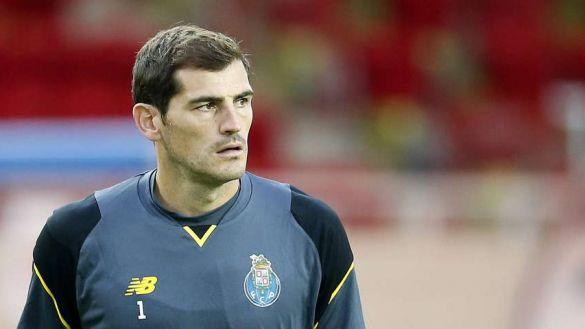 Casillas la lía en Twitter con una encuesta: ¿Pisó el hombre