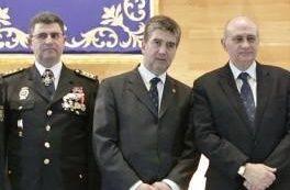 Los policías de Valencia, 'obligados' a llevarle la prensa a su jefe