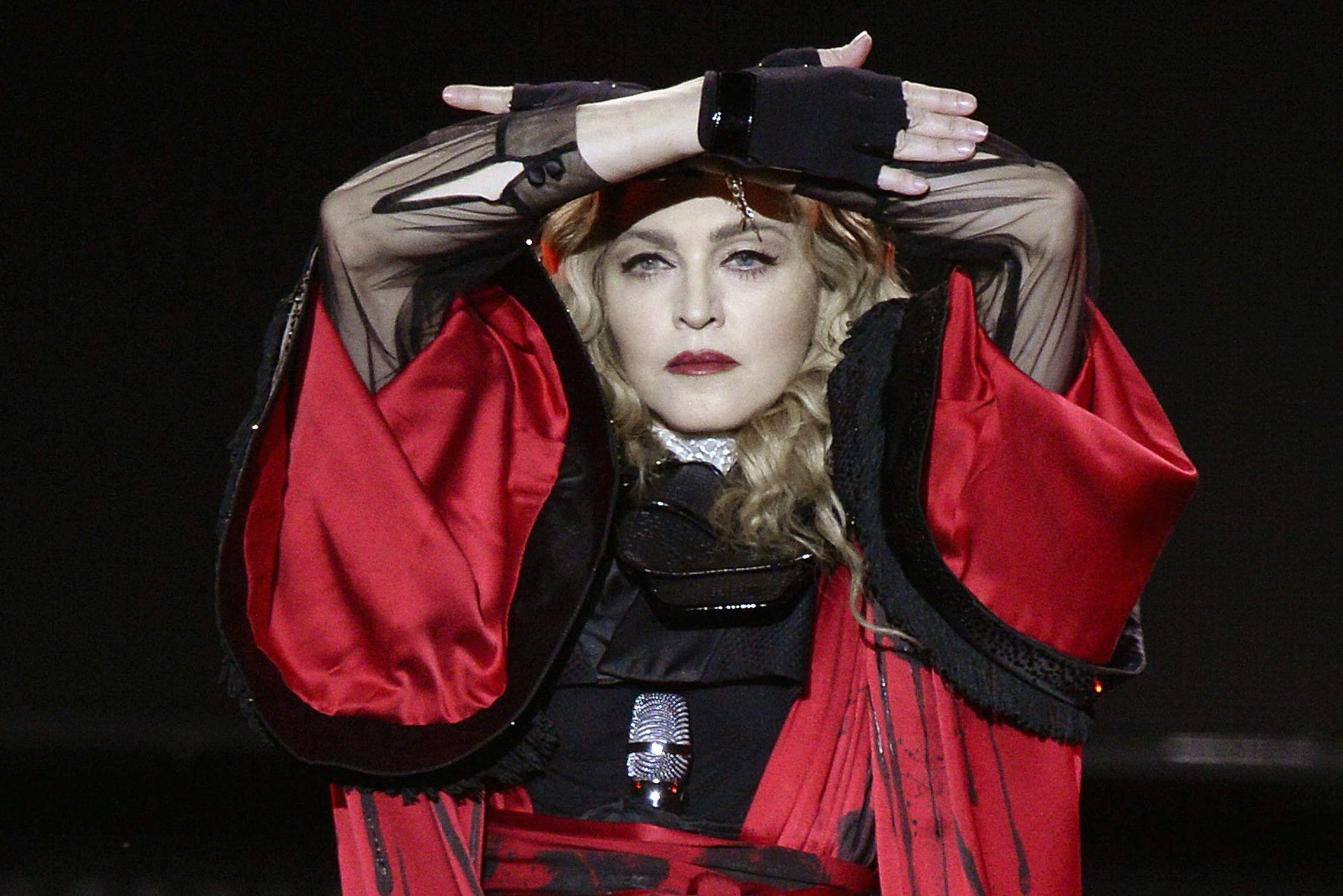 El Madonna Rosalía De Pagar A Revela Que Se Negó Ella Caché IYbf7gy6v