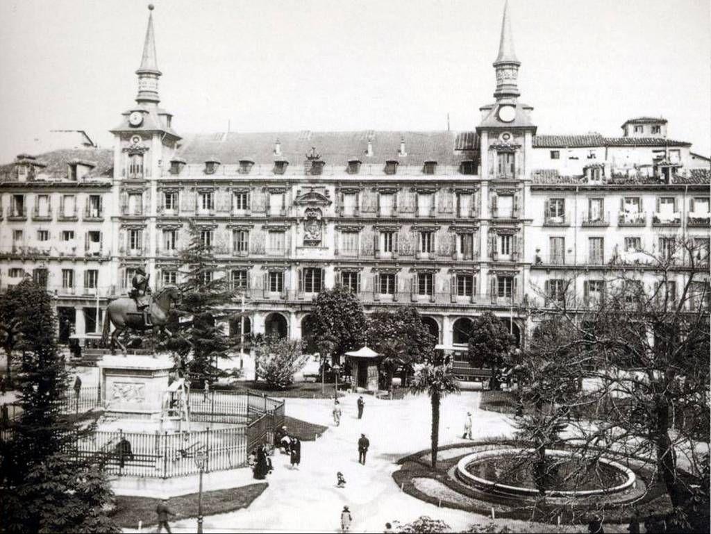 Plaza La Dos Mayor A De Volverán Después Arboles Los Siglos Madrid WEIHD29