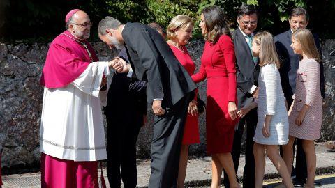 El arzobispo de Oviedo desea que Leonor crezca sana, sabia, santa y guapa