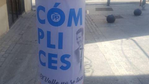Carteles de los franquistas contra Pablo Casado