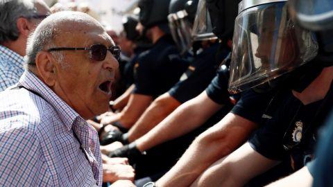 Un policía advierte a Iglesias que los pensionistas son violentos