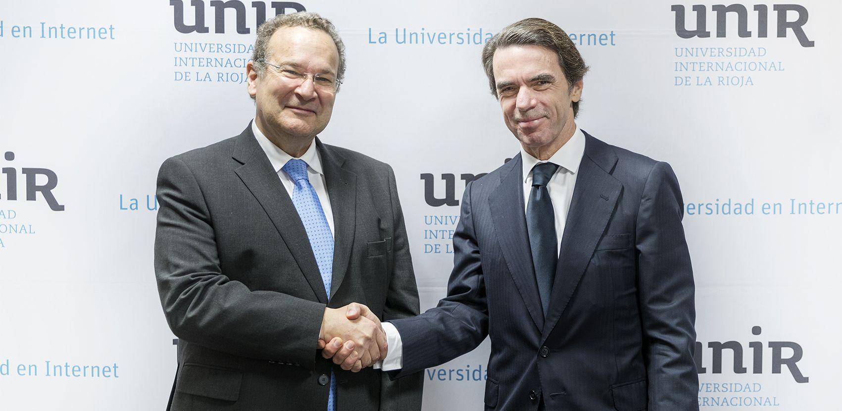 Firma del convenio entre UNIR y IADG