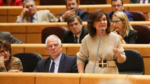 Carmen Calvo contra Cosidó: Se lo están merendando, a usted y a su partido