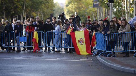 Insultos a Sánchez y banderas preconstitucionales en el acto del 12-O