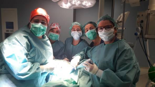 La Dra. Noguero en quirófano