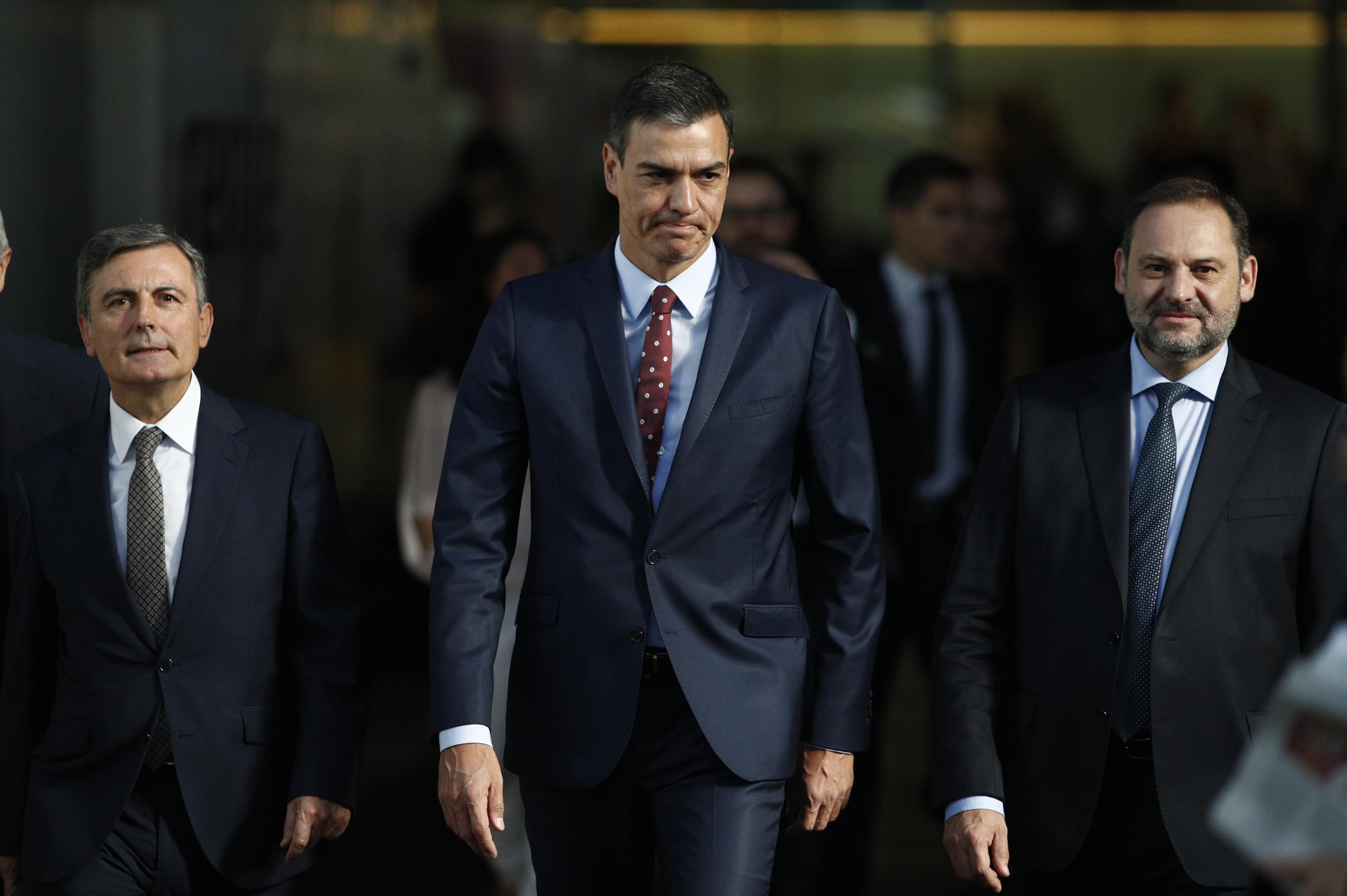 El presidente del Gobierno en funciones Pedro Sánchez junto a José Luis Ábalos
