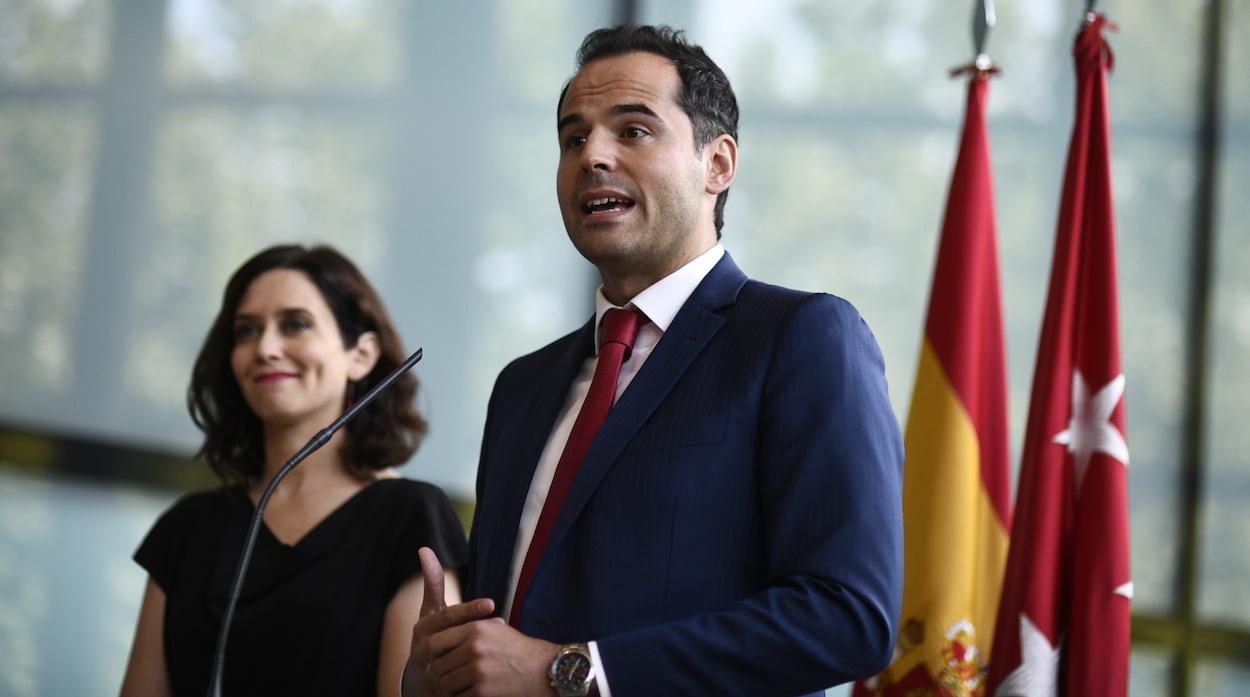 Isabel Díaz Ayuso e Ignacio Aguado, hoy en rueda de prensa para anunciar su pacto. ÓSCAR CAÑAS/PP