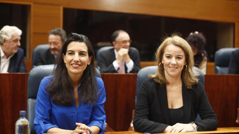 La candidata de VOX la presidencia de la Comunidad de Madrid Rocío Monasterio y la diputada de VOX en en la Asamblea de Madrid Ana Cuartero durante el pleno de la Asamblea para elegir a lo