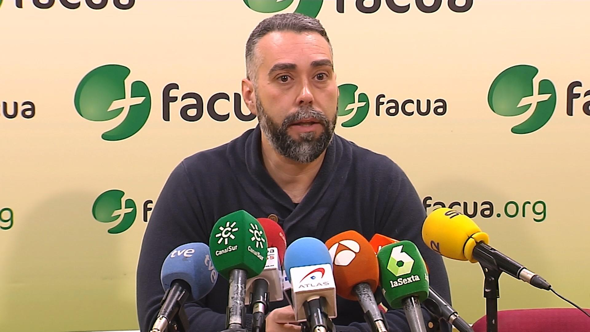 El portavoz de Facua Consumidores en Acción Rubén Sánchez durante una rueda de prensa. EP