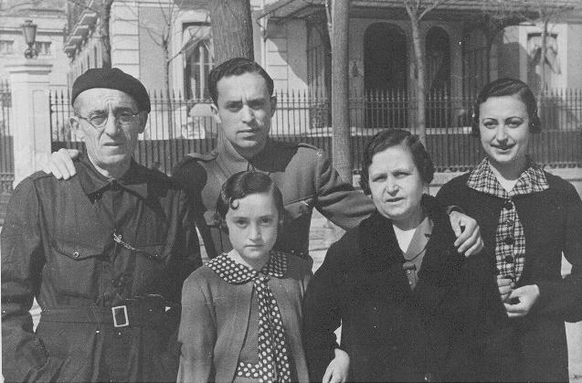 Familia de Manolo Prieto a su llegada a Madrid