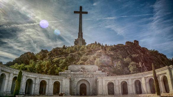 Exhumar al dictador: ¿Cuánto cuesta sacar a Franco del Valle de los Caídos?