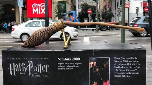 Estatua de Harry Potter en la Plaza de Callao, Madrid, 2018. Twitter