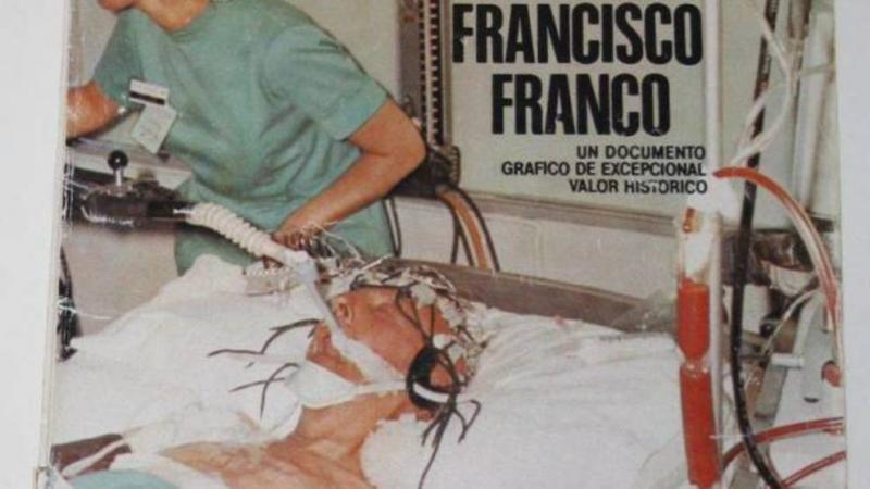 Francisco Franco entubado antes de fallecer.