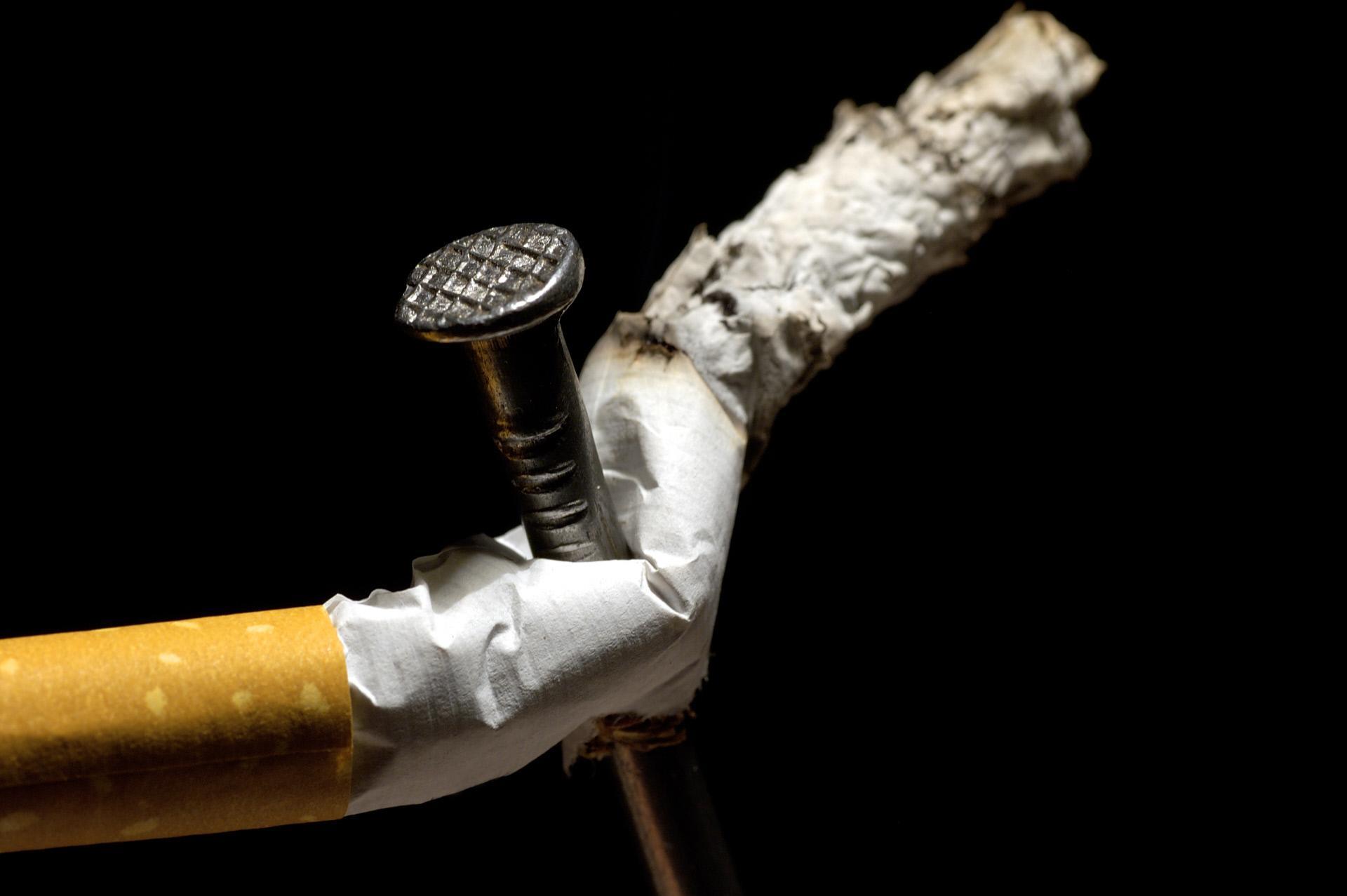 los vapeadores pueden ayudar a los adultos a dejar de fumar y son prácticamente inocuos para la salud