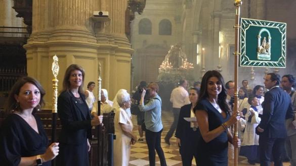 Nuevo ridículo del tripartito andaluz: pendones con la imagen de la Junta para las procesiones