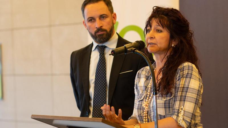 Santiago Abascal y la diputada Alicia Rubio en la Asamblea de Madrid
