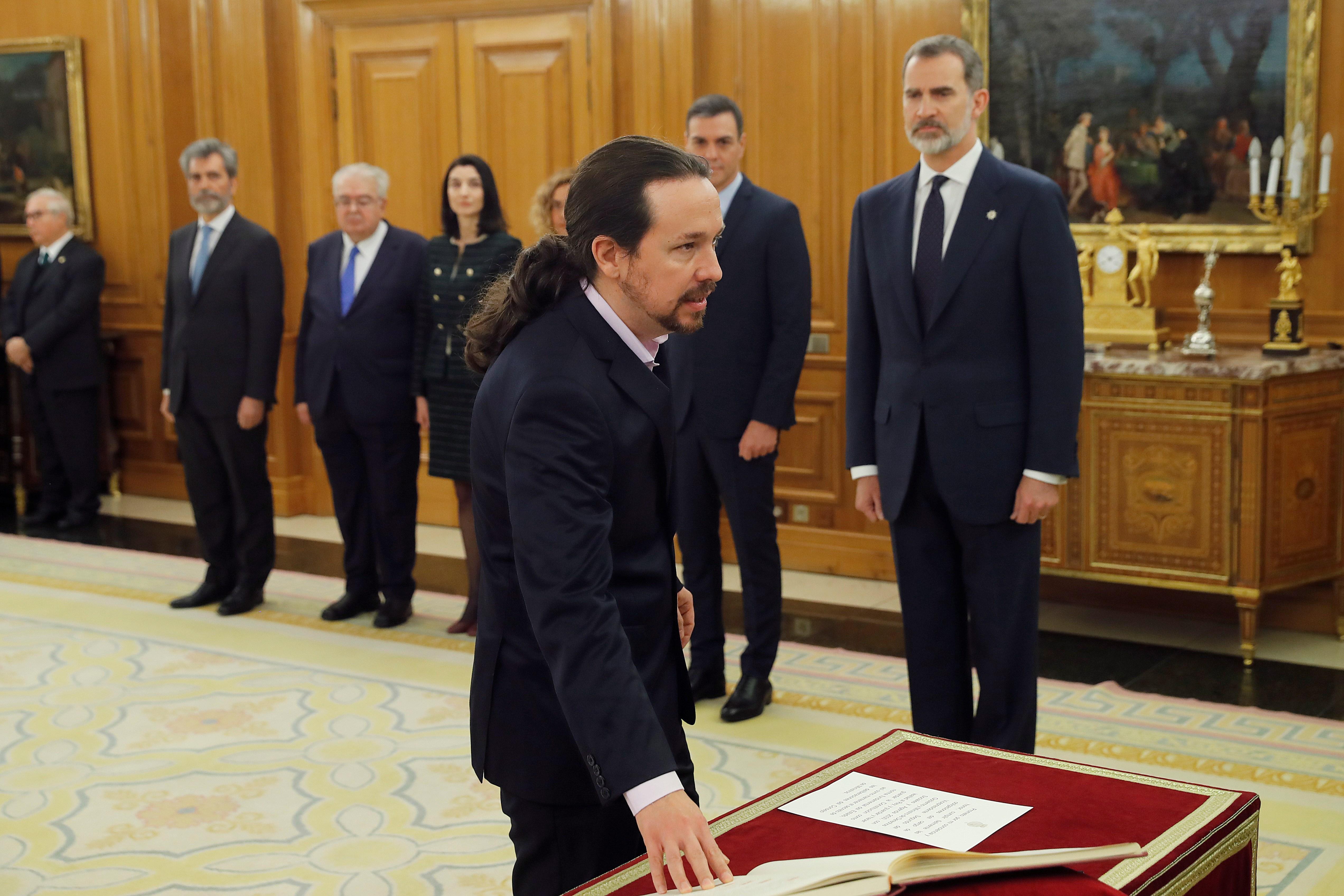 El nuevo vicepresidente de Derechos Sociales y Agenda 2030 Pablo Iglesias jura o promete su cargo ante el Rey Felipe VI en el Palacio de la Zarzuela de Madrid a 13 de enero de 2020