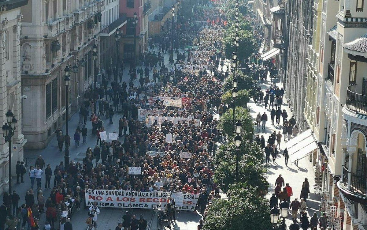 Panorámica de la manifestación de Sevilla de este domingo. TWITTER PCA BADOLATOSA