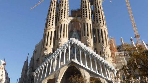 Detenido cerca de la Sagrada Familia un hombre que portaba una nueve milímetros