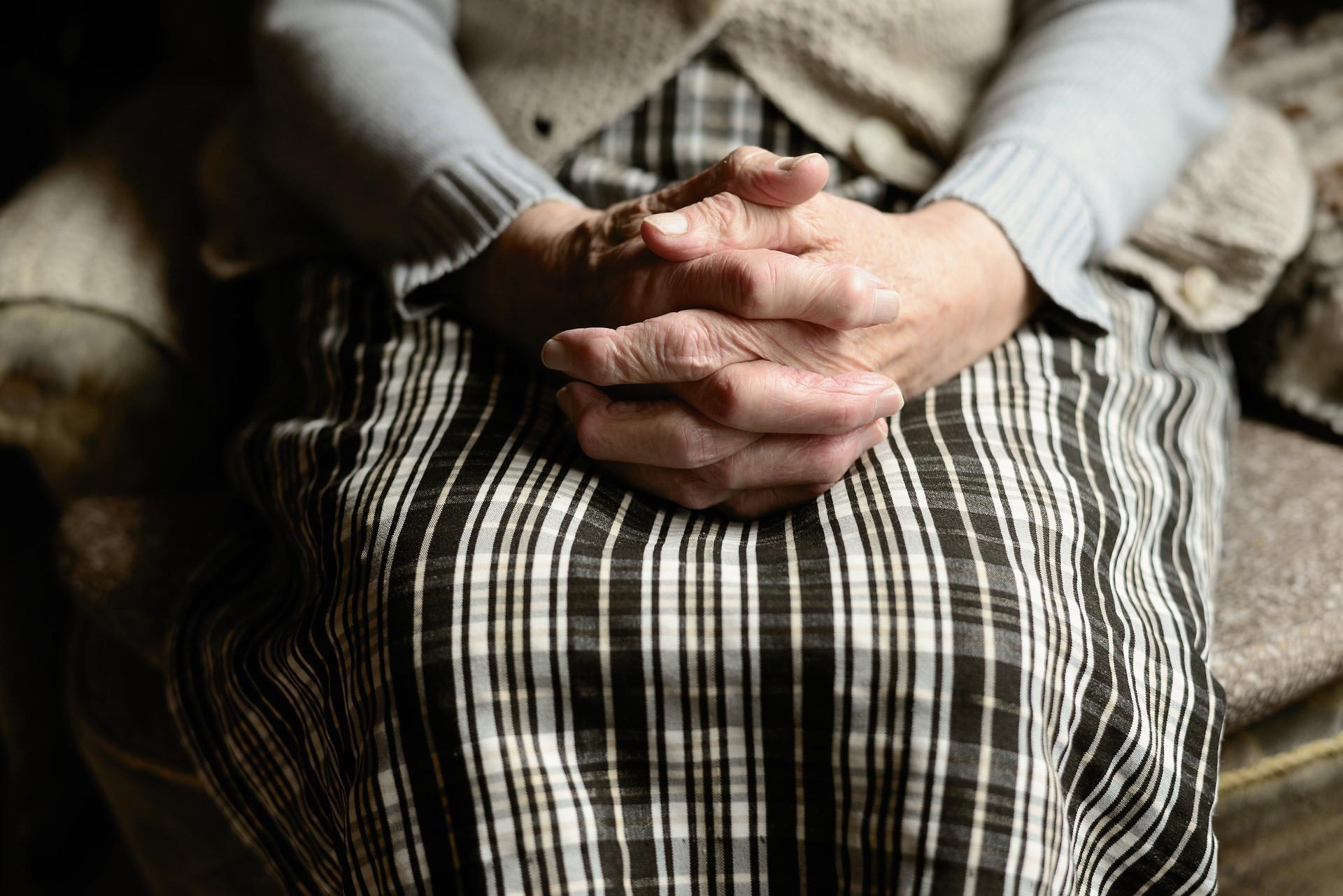 Una anciana en una residencia de mayores. Fuente Pixabay