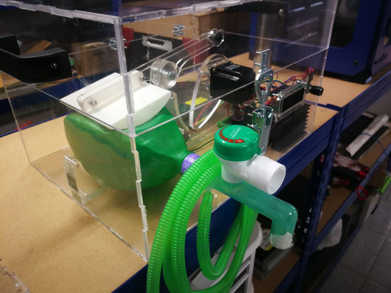 Imagen de uno de los respiradores fabricados con impresoras 3D