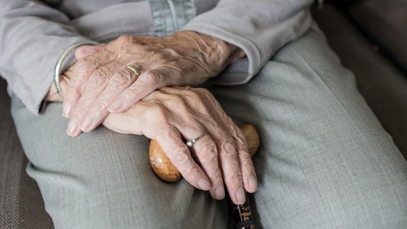 Las personas mayores, de más de 70 años, y las personas con enfermedades tardarán en recuperar la normalidad más tiempo tras el coronavirus en Italia