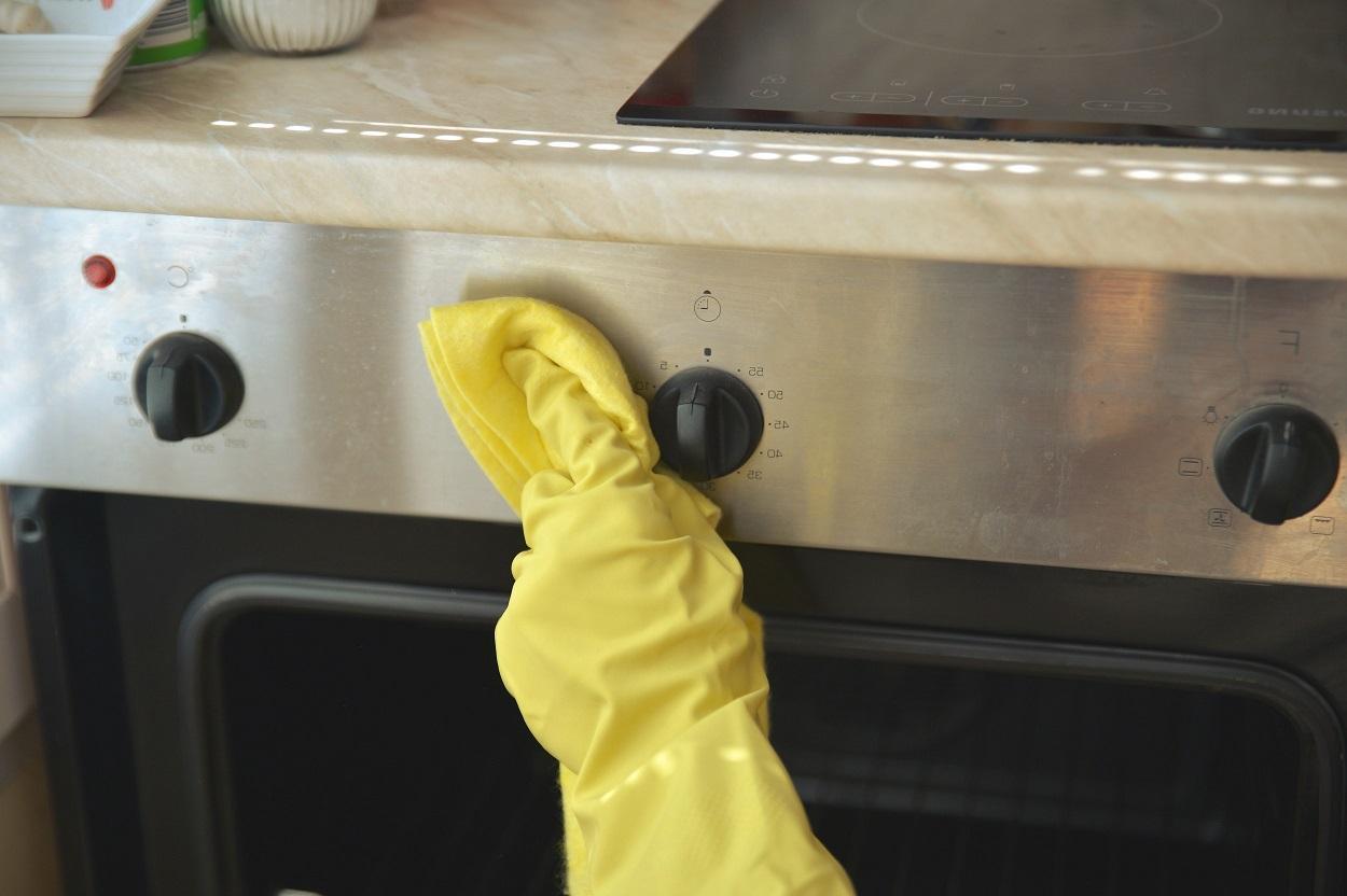 Cómo Limpiar Un Horno Muy Sucio Con Productos Naturales