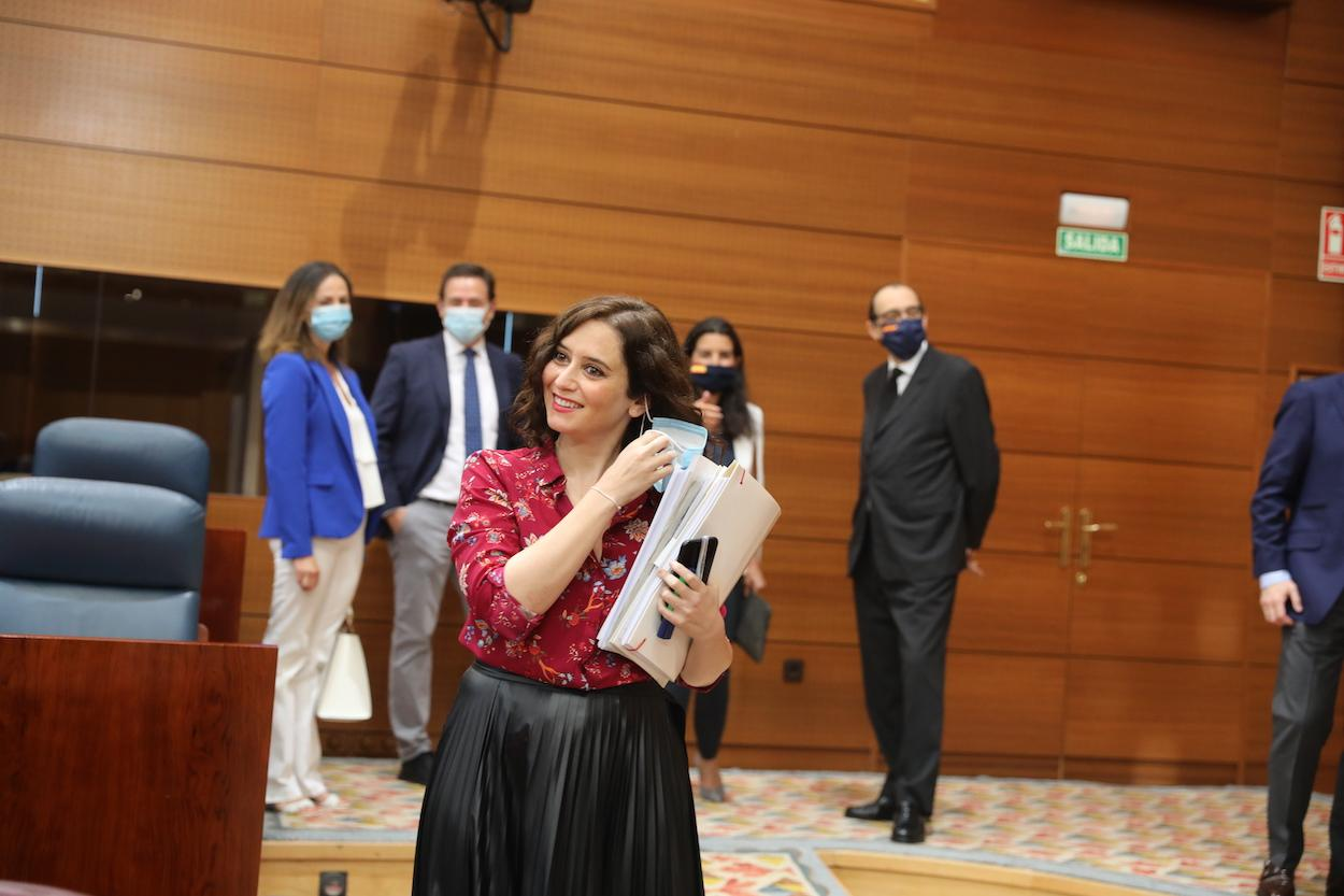La presidenta de la Comunidad, Isabel Díaz Ayuso, al término de una sesión plenaria en la Asamblea de Madrid
