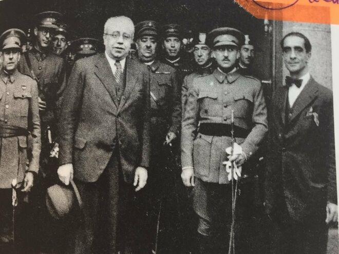 Aranguren con Azaña detrás de Franco